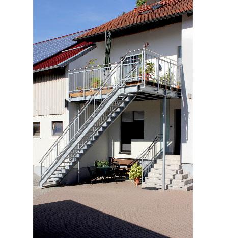 f rniss metallbau treppen aus stahl edelstahl mit holzbelag steinbelag sonderanfertigung. Black Bedroom Furniture Sets. Home Design Ideas
